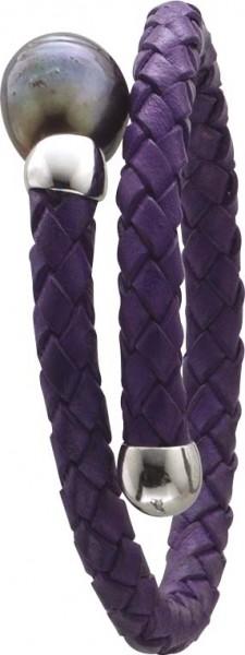 Armreif in 18 cm / Collier in 45 cm Länge, lilafarbenes geflochtenes Lederband, Stärke ca. 0,5 cm, mit einer echten schön glänzenden schwarzen Süßwasserzuchtperle (Durchmesser ca. 12-13mm) , dehnbar. Edel im Design und ein absoluter  Hingucker aus dem Hau